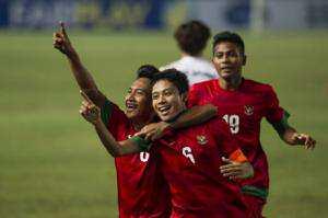 Para pemain Timnas Indonesia U19 merayakan kemenangan kontra Korea Selatan.